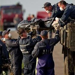 Outrage at treatment of MH17 bodies