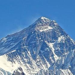 At least 10 South Africans trapped on Everest: report