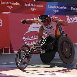 Ernst van Dyk wins the Chicago Marathon