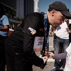 A man with muscular dystrophy completes the Chicago Marathon