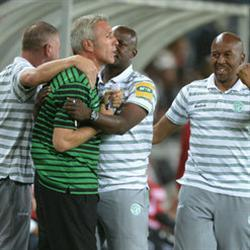 Middendorp gets first win as Celtic sink Pirates 3-2 at a wet Orlando