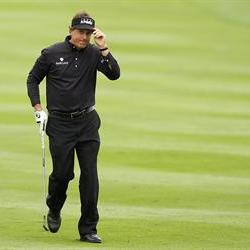 Mickelson beats Grace on a play-off hole to win the Scottish Open