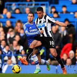 Chelsea go top while Fulham thwart United