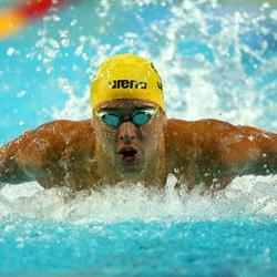 Le Clos wins unlikely 200m backstroke