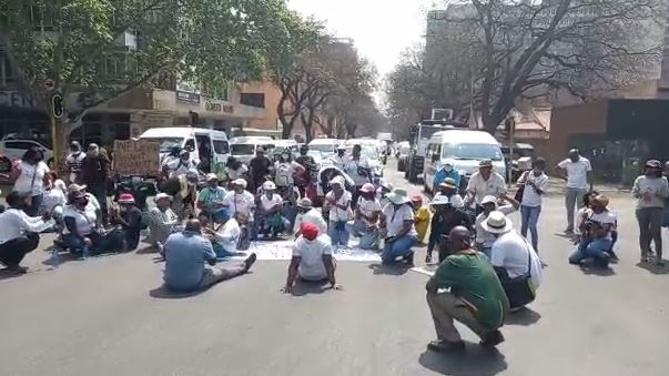 Community college lecturers in Pretoria protest over contracts spat - VIDEO | News Article