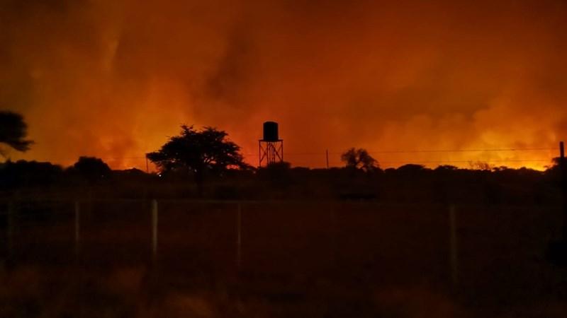 Verwoestende veldbrande hou groot finansiële implikasies vir boere in  | News Article