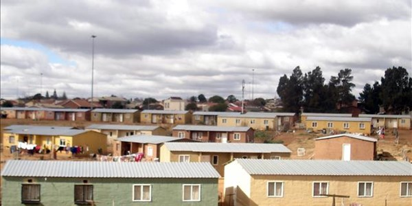 FS government urges whites to register for RDP housing   News Article