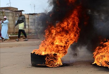 Drie vragmotors brand tydens Lichtenburg-protesaksie  | News Article