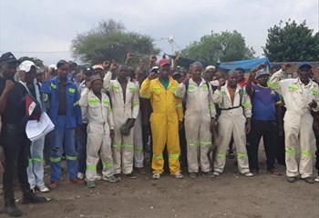 Police use rubber bullets to disperse NW mineworkers  | News Article