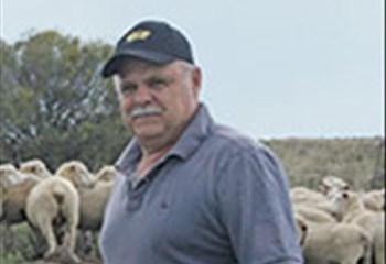 Vrystaatse boer slaag daarin om grond aan werknemers oor te dra | News Article