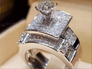 Bigger Engagement Ring if Your Partner is 'Unattractive'? | Blog Post