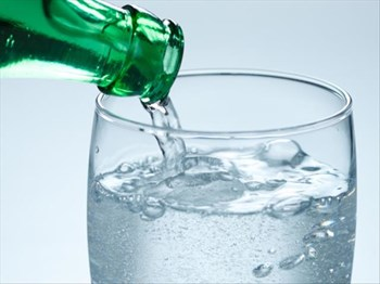 Sparkling water = CLEANER face? | Blog Post