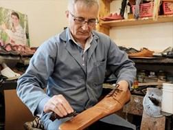 #Coronavirus: Cobbler makes social distancing shoes | News Article