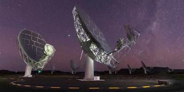 MeerKAT telescope discovers giant radio galaxies   News Article