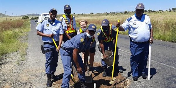 FS SAPS fixes potholes | News Article