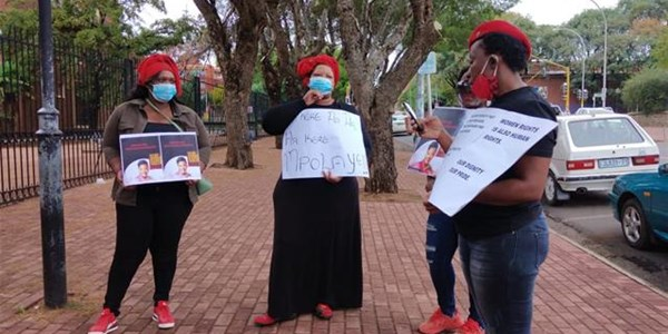 FS EFF pickets at Bfn court | News Article